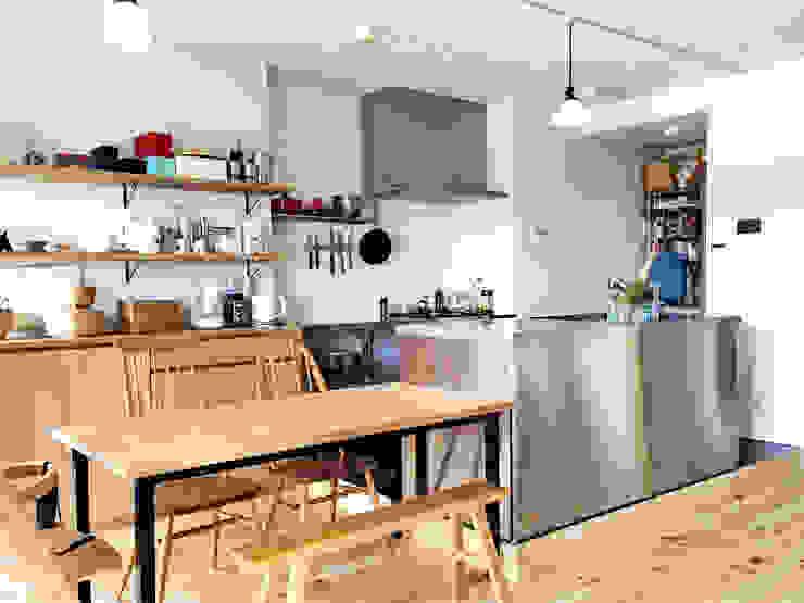Salle à manger scandinave par GRID DESIGN 株式会社 Scandinave