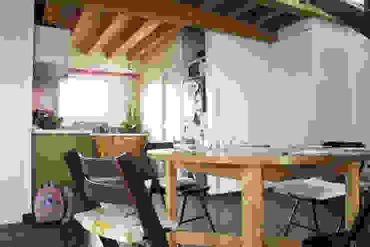 maison bioclimatique Salle à manger moderne par ATELIER ARTEFAKT Moderne