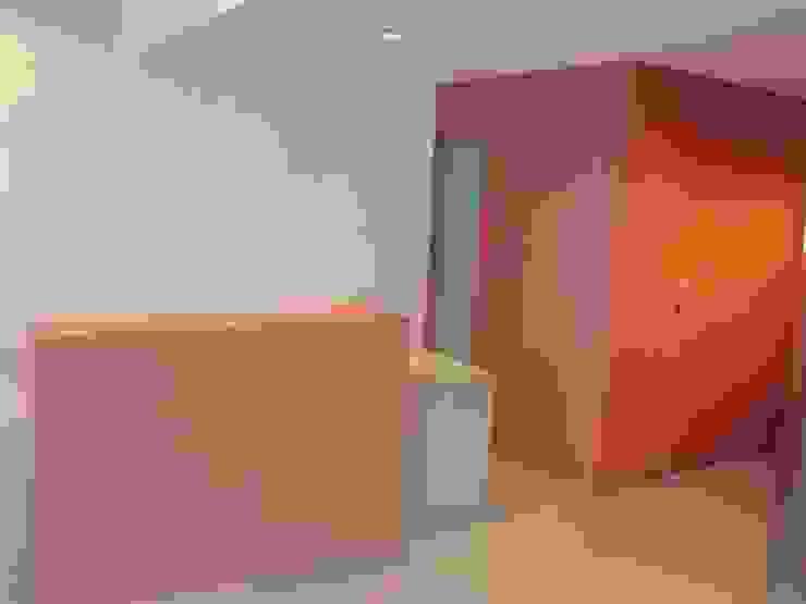AGENCIA INMOBILIARIA EN PALAMOS Oficinas y tiendas de estilo moderno de RIART I ASSOCIATS Moderno