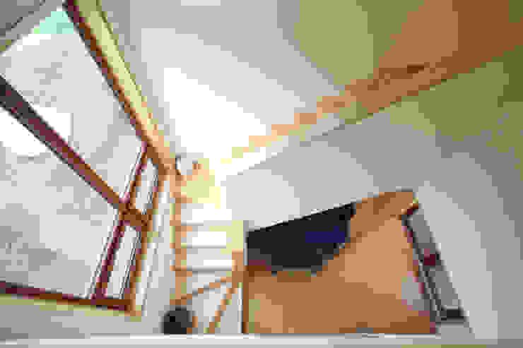 Projekty,  Korytarz, przedpokój zaprojektowane przez 주택설계전문 디자인그룹 홈스타일토토,