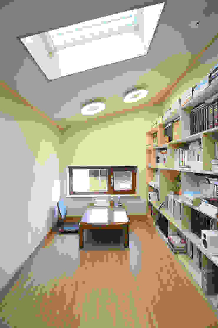 2층 서재 모던스타일 서재 / 사무실 by 주택설계전문 디자인그룹 홈스타일토토 모던