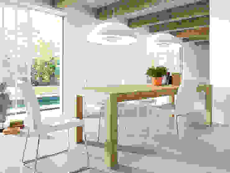 Jadalnia w bieli i drewnie od Le Pukka Concept Store Klasyczny