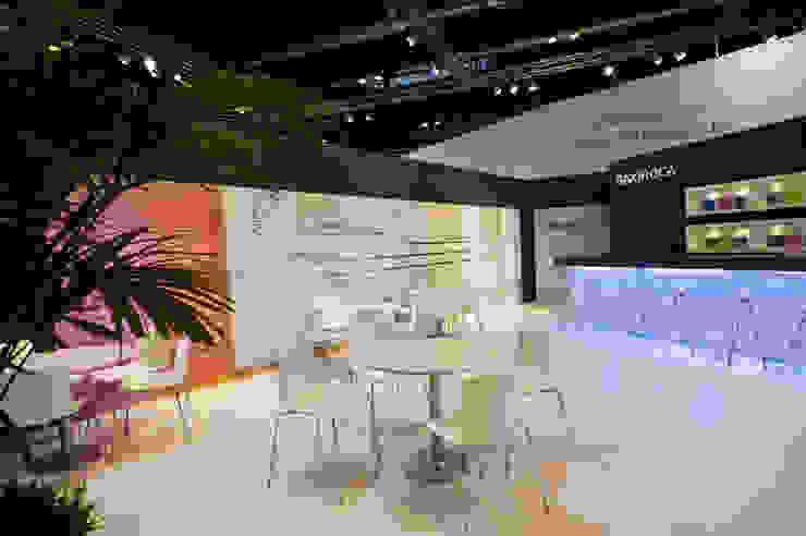 STAND BAXIROCA – CLIMATIZACION Diseño de ferias de estilo minimalista de RIART I ASSOCIATS Minimalista