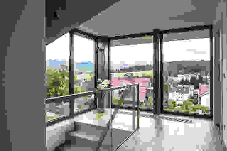 Nowoczesny korytarz, przedpokój i schody od Kohlbecker Gesamtplan GmbH Nowoczesny
