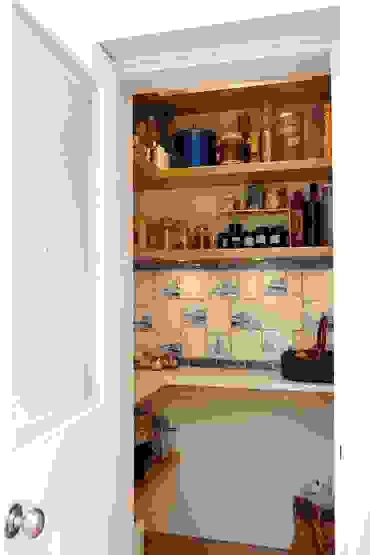 Richmond – A Kitchen in Three Movements Johnny Grey ห้องครัวที่เก็บของ