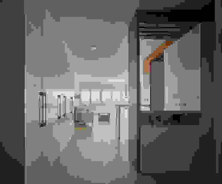 Entrada Salones de estilo moderno de CM4 Arquitectos Moderno