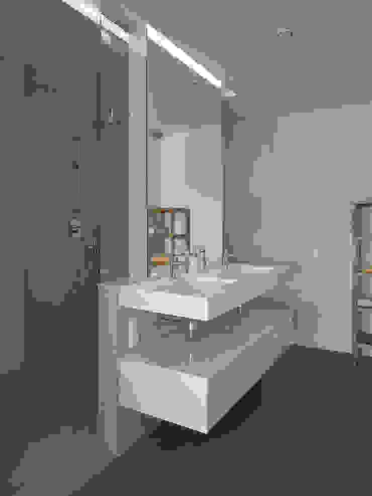 Baño Baños de estilo moderno de CM4 Arquitectos Moderno