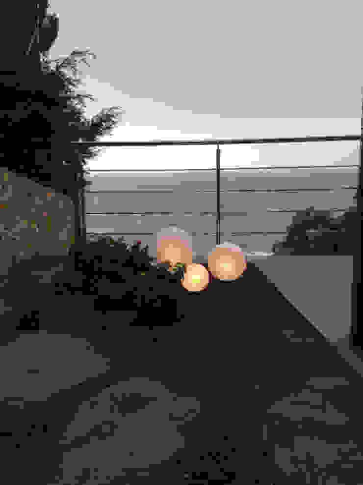 Luces del jardín Jardines de estilo mediterráneo de LANDSHAFT Mediterráneo