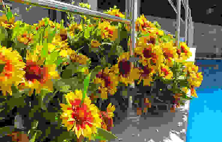 Jardinera en la terraza Balcones y terrazas de estilo mediterráneo de LANDSHAFT Mediterráneo