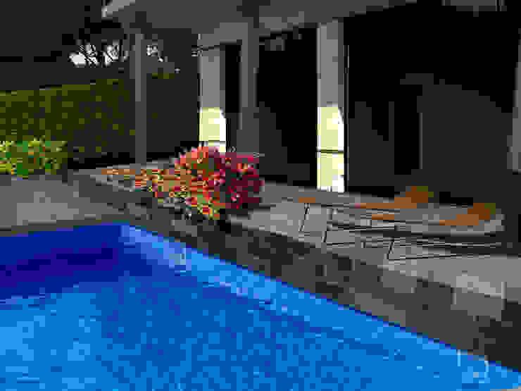 Collage de la terraza con jardinera de LANDSHAFT Mediterráneo