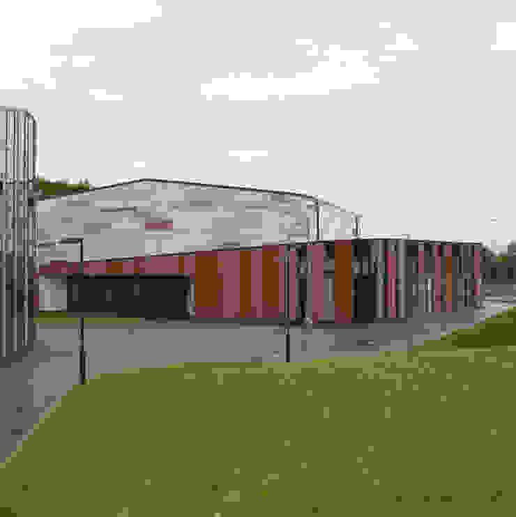 Secondary School Extension - Community Entrance ArchitectureLIVE Schools Multicolored
