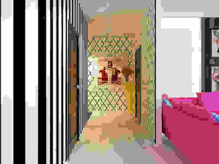 Квартира в стиле Энди Уорхола Коридор, прихожая и лестница в эклектичном стиле от Студия дизайна интерьера Маши Марченко Эклектичный