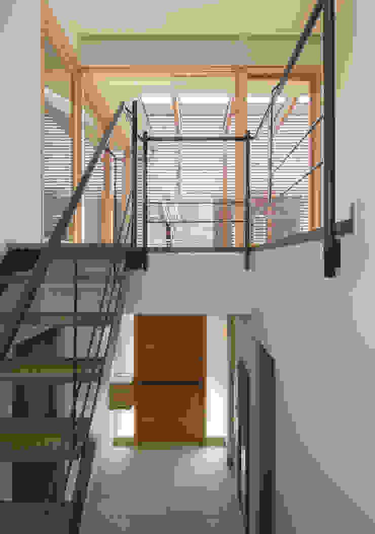 階段と玄関ホール モダンスタイルの 玄関&廊下&階段 の アトリエ・ブリコラージュ一級建築士事務所 モダン