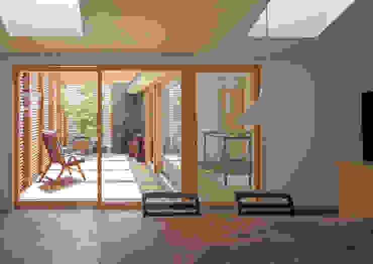 Modern dining room by アトリエ・ブリコラージュ一級建築士事務所 Modern