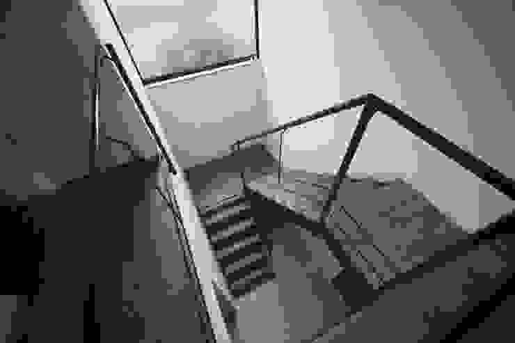 岡本の家 モダンスタイルの 玄関&廊下&階段 の アトリエ・ブリコラージュ一級建築士事務所 モダン