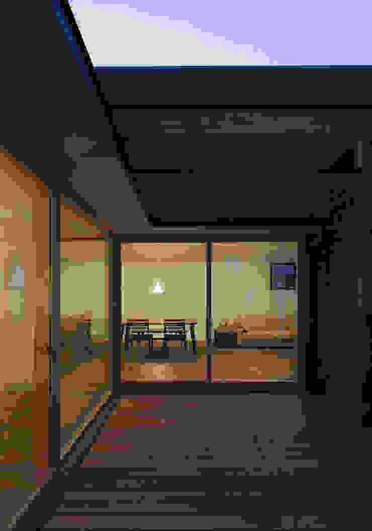 岡本の家 モダンデザインの テラス の アトリエ・ブリコラージュ一級建築士事務所 モダン