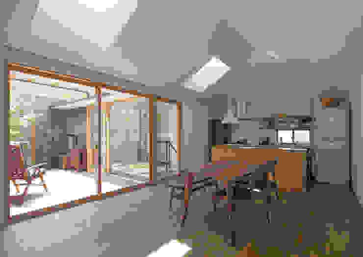 Modern living room by アトリエ・ブリコラージュ一級建築士事務所 Modern