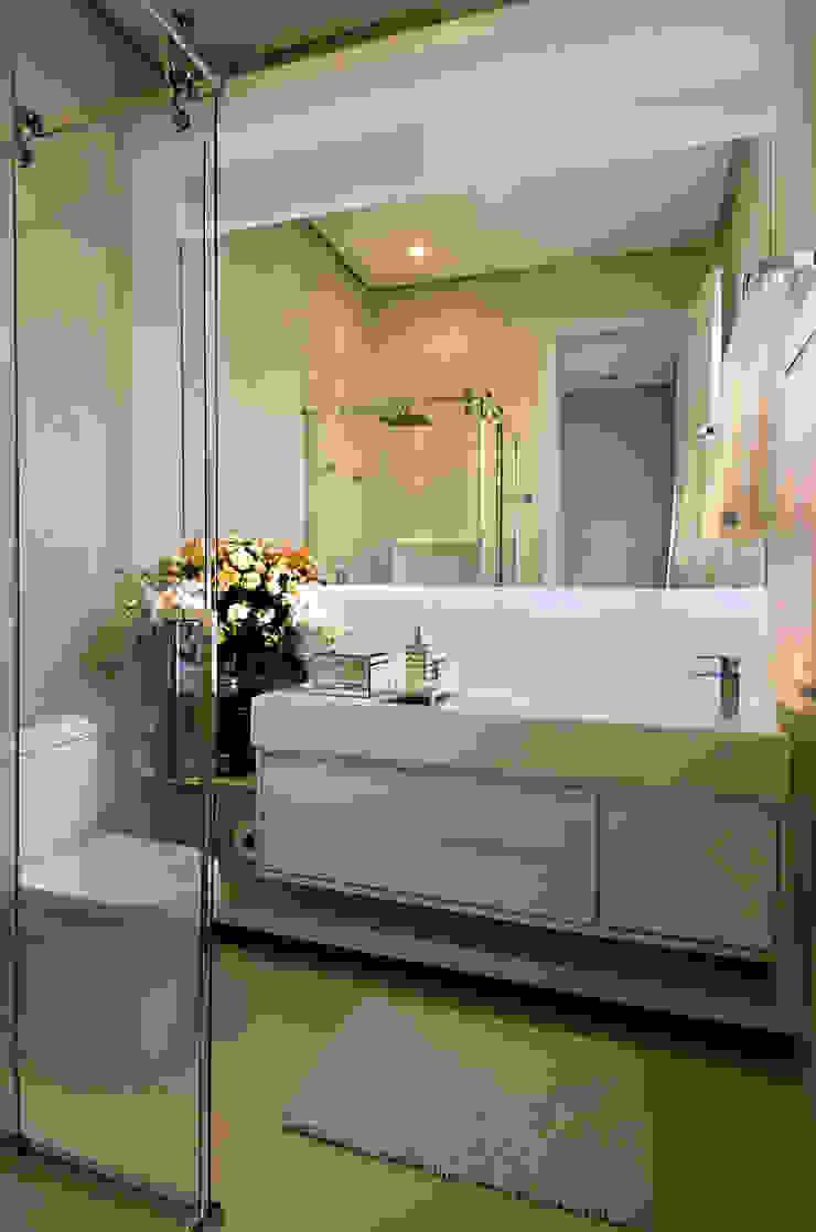 A31 Residência Banheiros modernos por Canisio Beeck Arquiteto Moderno