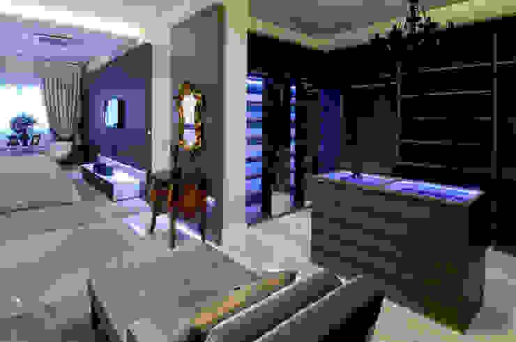 A31 Residência Closets por Canisio Beeck Arquiteto Eclético