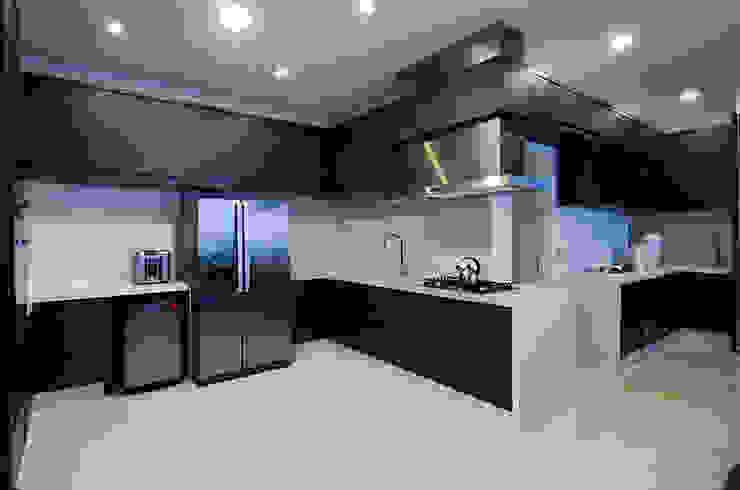 A31 Residência Cozinhas modernas por Canisio Beeck Arquiteto Moderno