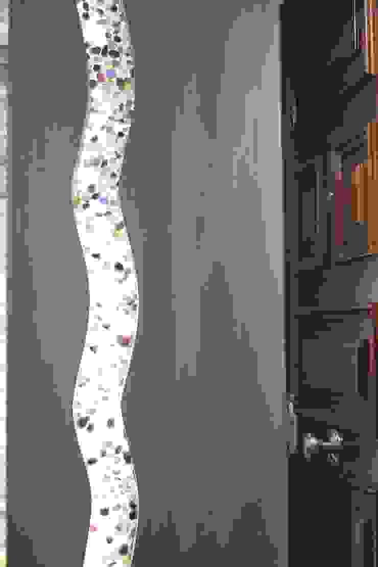 Grieta con amatistas en tabiqueria interior Pasillos, vestíbulos y escaleras de estilo moderno de Cool Global Services Moderno
