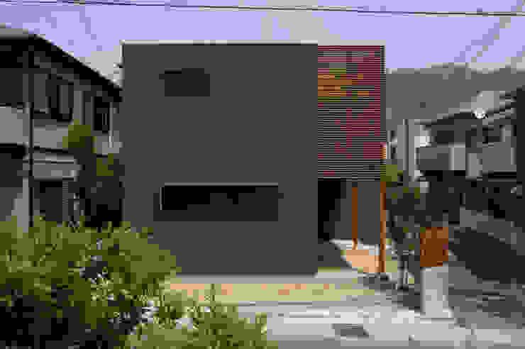 Casas modernas de アトリエ・ブリコラージュ一級建築士事務所 Moderno