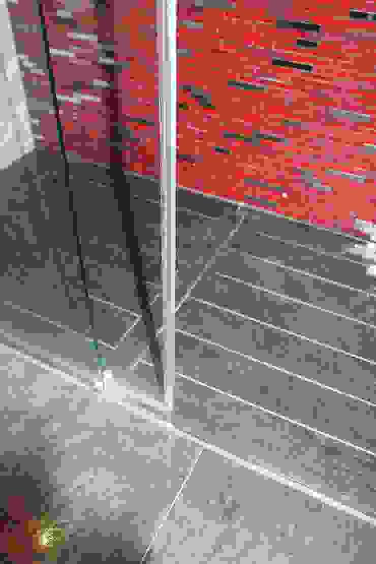 Baño moderno con suelo radiante Baños de estilo moderno de Cool Global Services Moderno