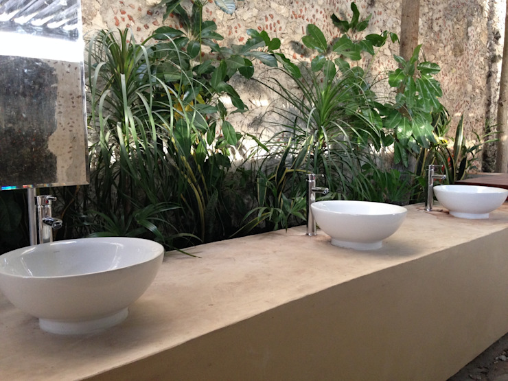 Salle de bain rurale par Chukum Rural