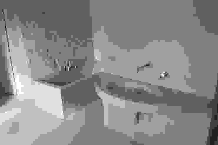 Casa Mac Bagno moderno di Antonio D'aprile Architetto Moderno