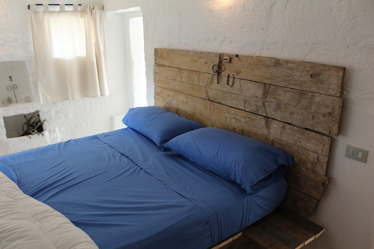 Country style bedroom by Antonio D'aprile Architetto Country