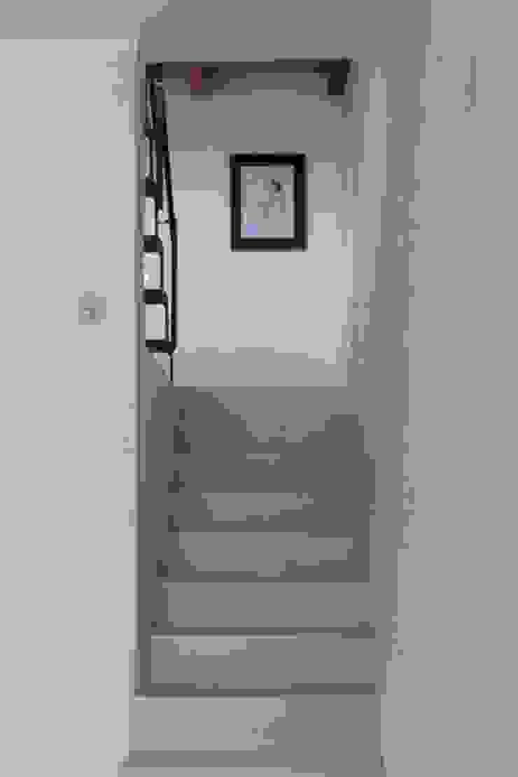 Couloir, entrée, escaliers modernes par Antonio D'aprile Architetto Moderne