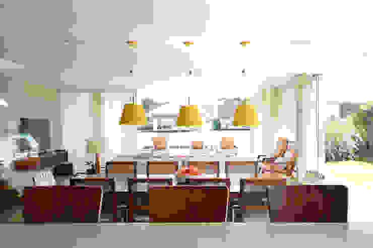 Fazenda Boa Vista Salas de jantar modernas por 2L Arquitetura Moderno