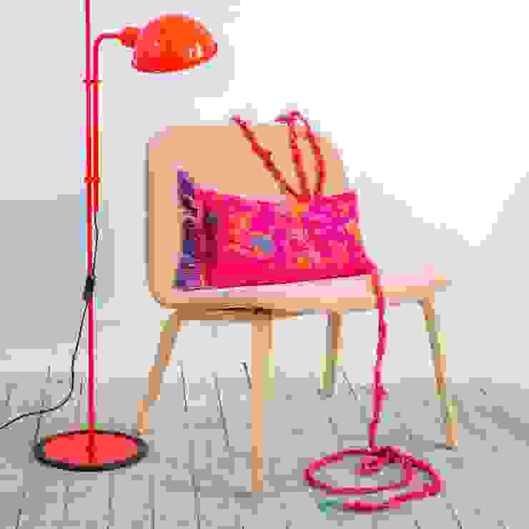 Fringe N°5 - Deep Pink van Roos Soetekouw Design Eclectisch