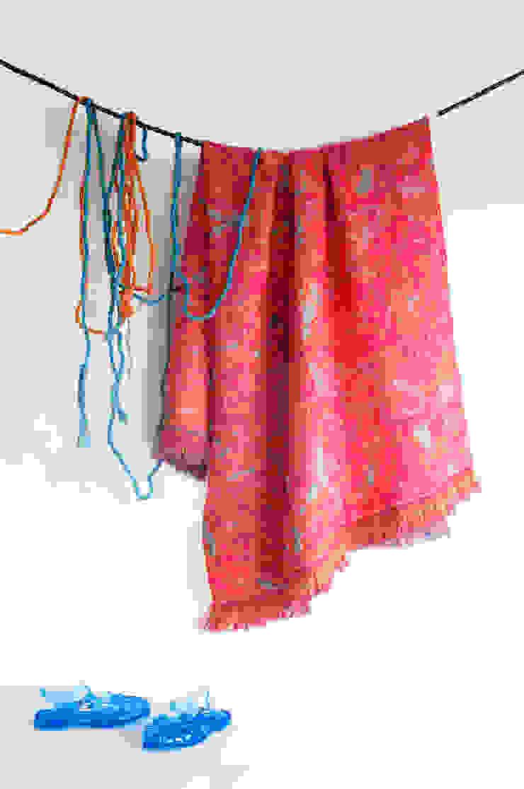 Fringe N° 5 plaid – Deep Pink van Roos Soetekouw Design Eclectisch