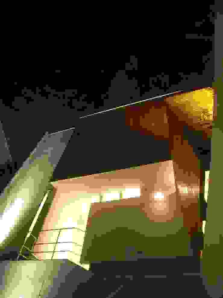 HOUSE M・Y モダンな 家 の nagena モダン