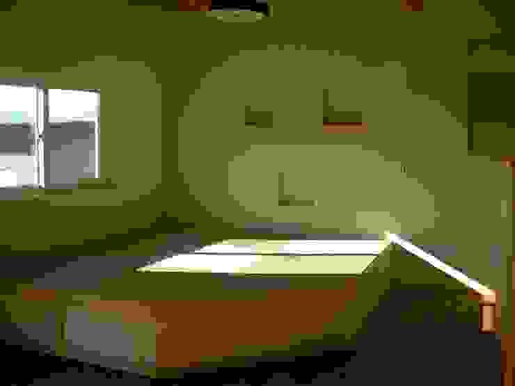 Living room オリジナルデザインの 多目的室 の 有限会社 福田建設 オリジナル