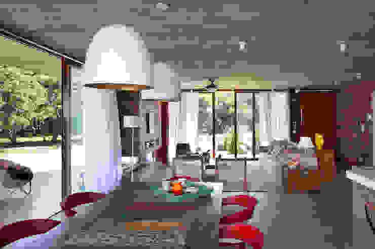 Phòng ăn phong cách hiện đại bởi Seferin Arquitetura Hiện đại