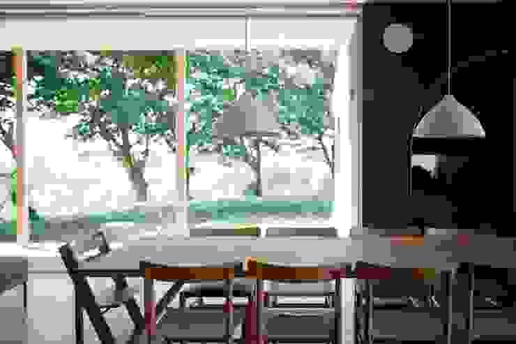 SHR house: sun tan architects studioが手掛けたダイニングです。,オリジナル