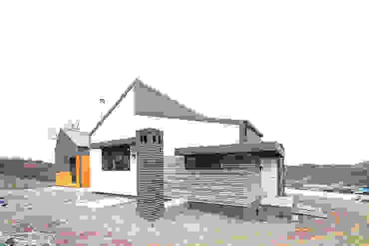 Дома в стиле модерн от 주택설계전문 디자인그룹 홈스타일토토 Модерн
