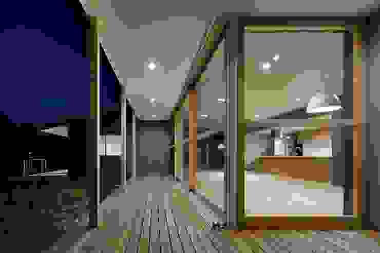 SHR house: sun tan architects studioが手掛けたテラス・ベランダです。,オリジナル