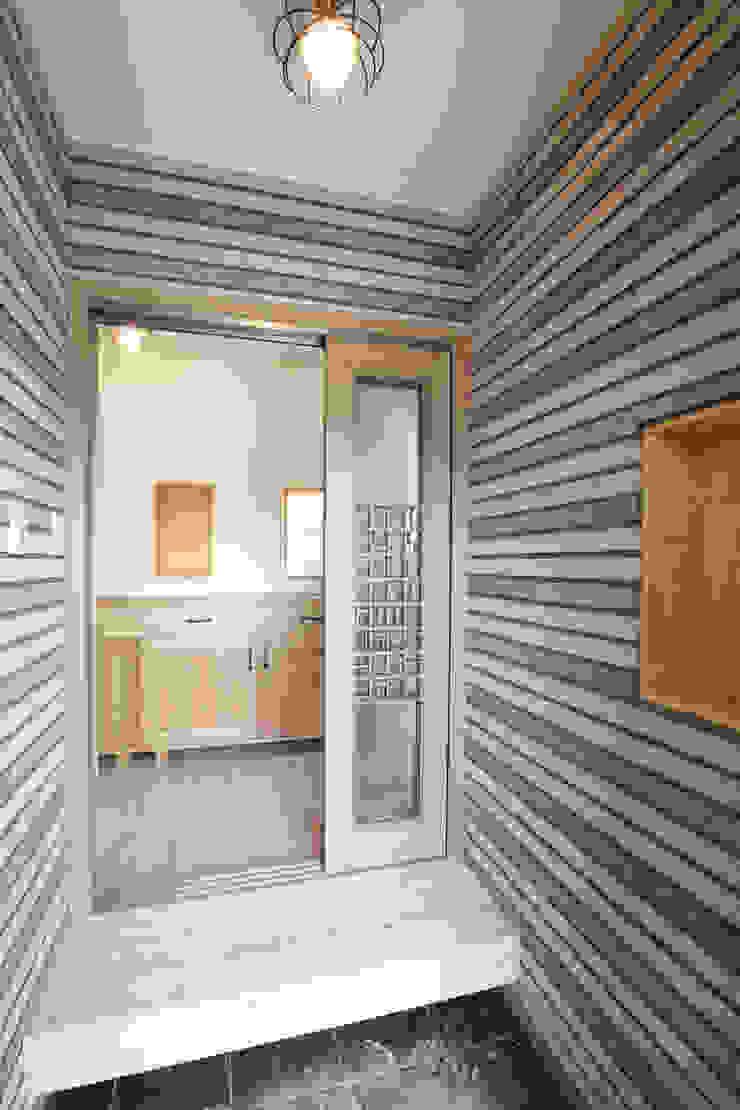 الممر الحديث، المدخل و الدرج من 주택설계전문 디자인그룹 홈스타일토토 حداثي