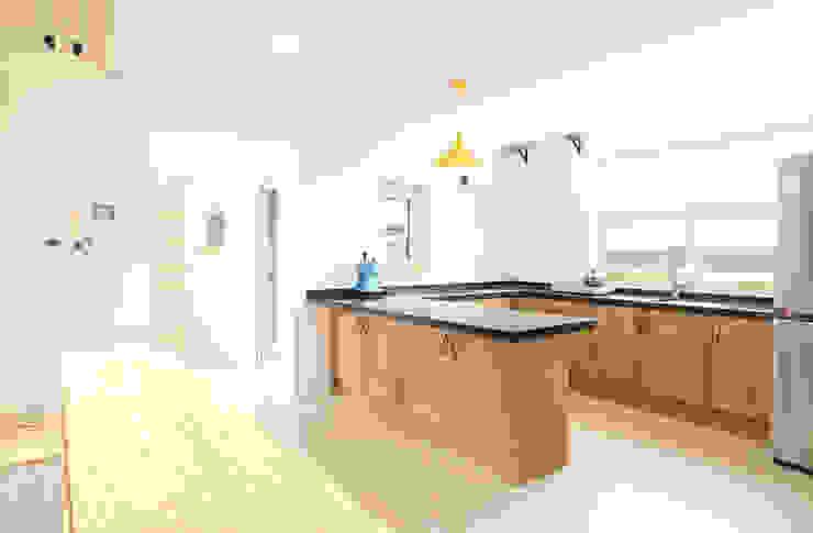 Dapur Modern Oleh 주택설계전문 디자인그룹 홈스타일토토 Modern