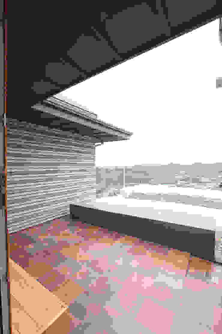 Балкон и терраса в стиле модерн от 주택설계전문 디자인그룹 홈스타일토토 Модерн