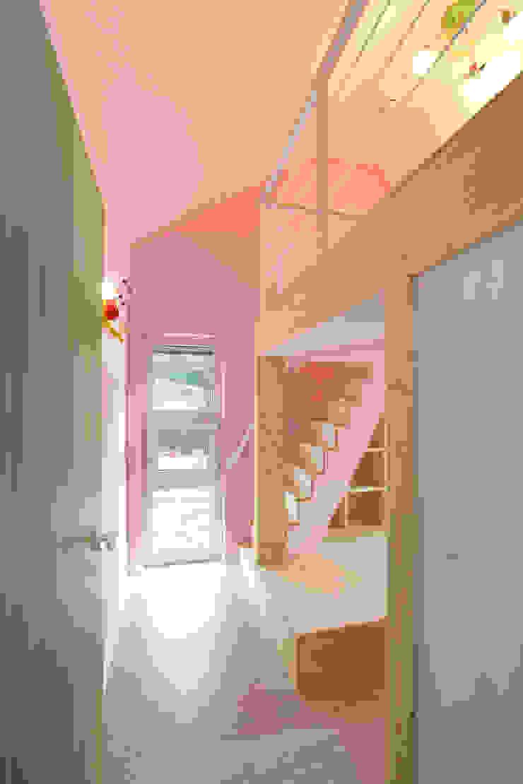 Детская комната в стиле модерн от 주택설계전문 디자인그룹 홈스타일토토 Модерн