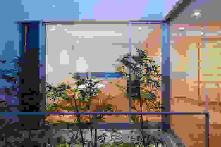 Hiên, sân thượng phong cách hiện đại bởi 株式会社 アーキショップ 一級建築士事務所 Hiện đại