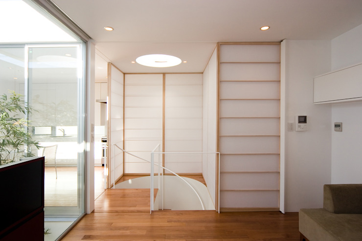 株式会社 アーキショップ 一級建築士事務所 Modern corridor, hallway & stairs