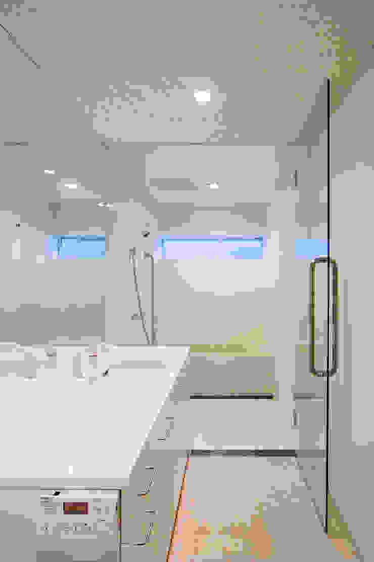 Phòng tắm phong cách hiện đại bởi 株式会社 アーキショップ 一級建築士事務所 Hiện đại
