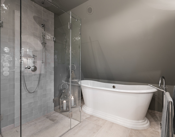 Home Staging Sylt GmbH BathroomBathtubs & showers