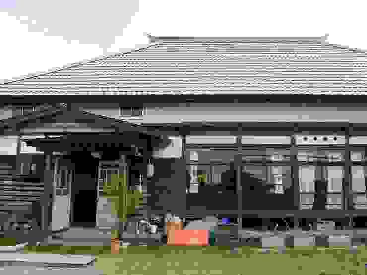 森の家 外観(after): 井上貴詞建築設計事務所が手掛けたクラシックです。,クラシック