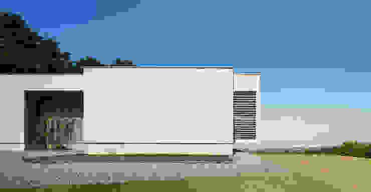 Y7-house 「海の見えるセカンドハウス」 モダンな 家 の Architect Show Co.,Ltd モダン